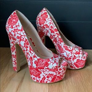 Size (8)- 6 inch high heel shoes